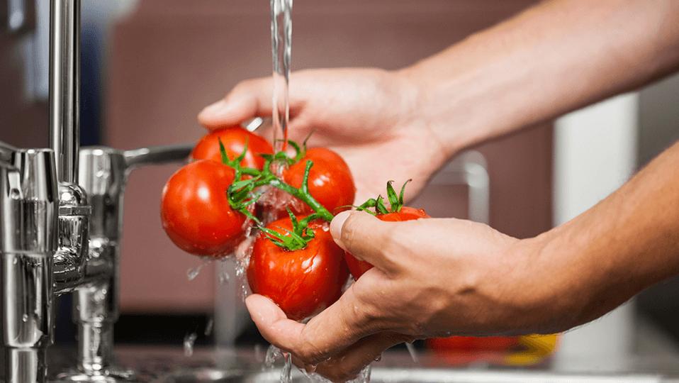 chef washing tomatoes